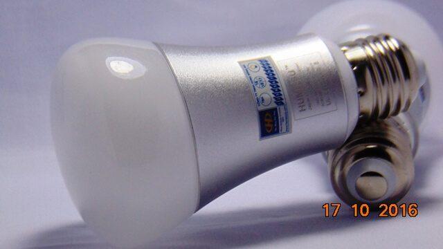 Bóng đèn LED tròn Humitsu 5W và 9W, ánh sáng vàng nắng và ánh sáng trắng.