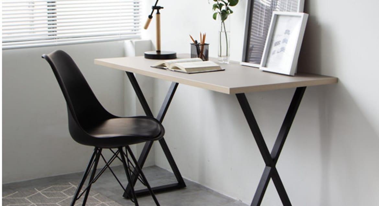 Đèn bàn và bàn làm việc đẹp