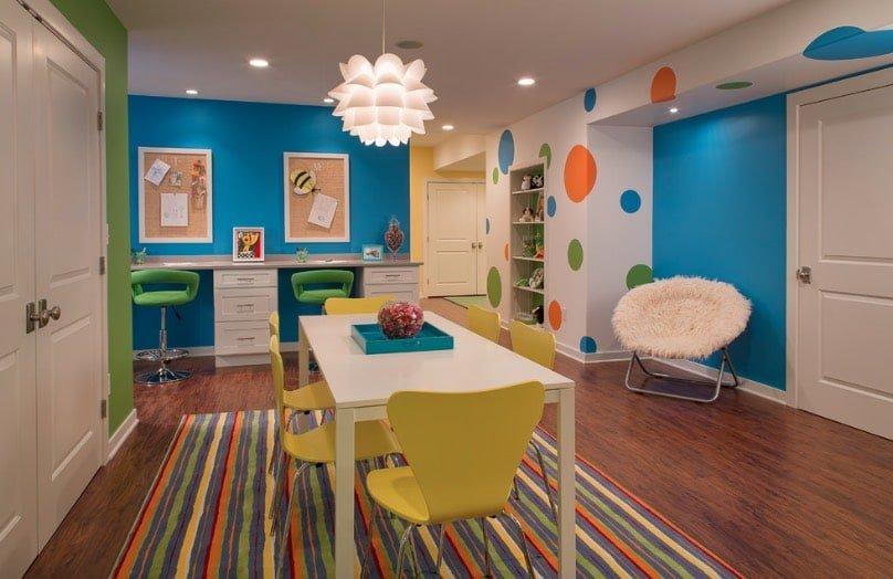 Một tầng hầm làm phòng học hay làm việc theo phong cách hiện đại hoàn hảo, không bị quấy rầy, nổi bật với màu sắc và các mảnh đồ nội thất hiện đại. Hình: Grande Interiors