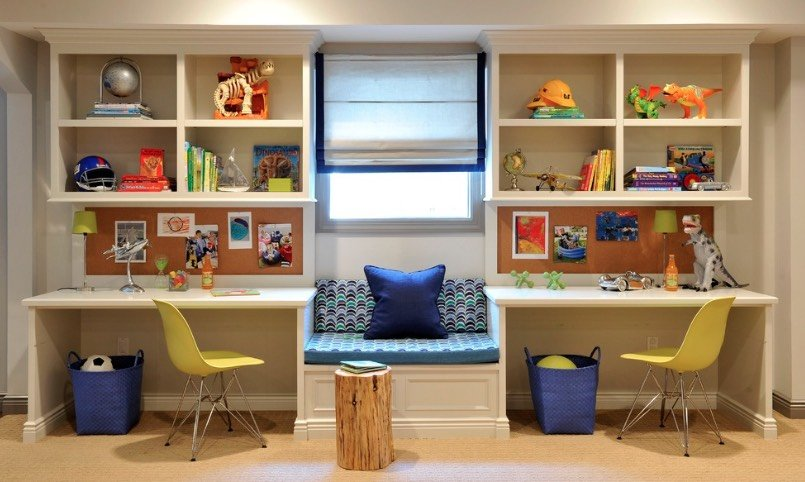 Một thiết kế tuyệt vời gồm hai bàn làm việc tại nhà, kệ, bảng và một khoảng góc đọc sách ở giữa. Hình: Frances Herrera
