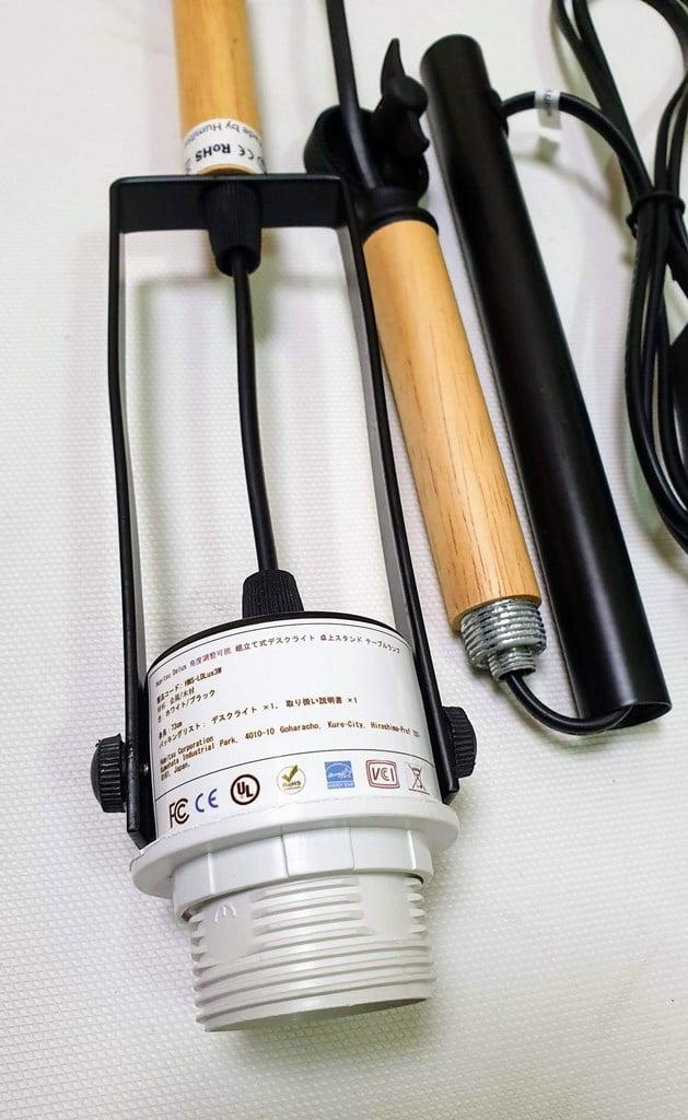 Đèn bàn làm việc Nhật Bản Humitsu Delux sử dụngbóng đèn đui E27 – là loại đui xoáy thông dụng tại Việt Nam nên dễ lắp đặt và thay thế.