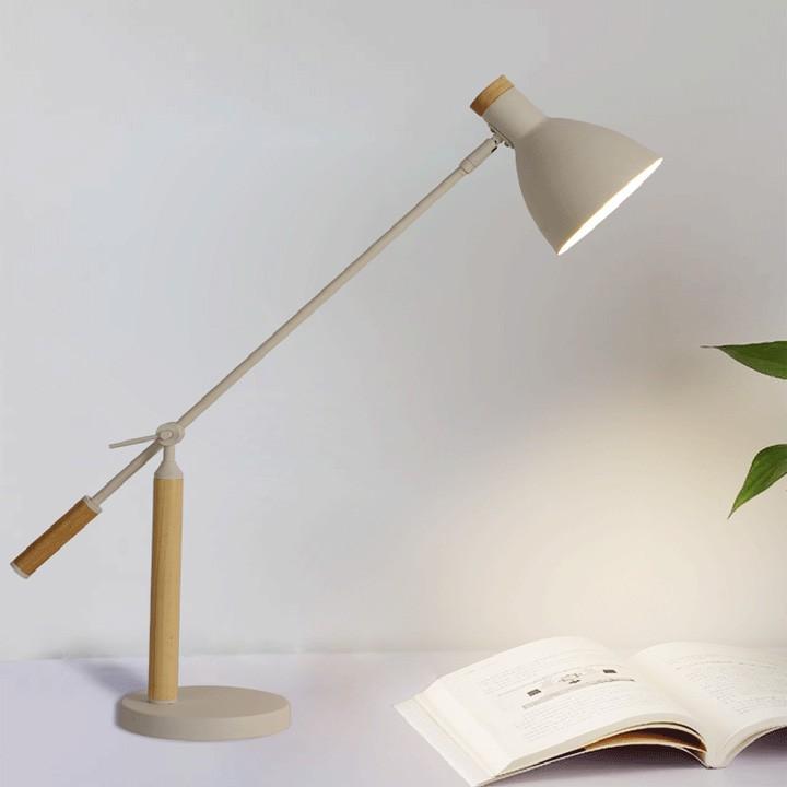 Đèn bàn làm việc chống cận, chống lóa thiết kế độc lạ