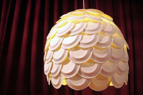 Bạn muốn có chiếc đèn ngủ mang phong cách của riêng mình? Hãy tận dụng những chiếc đĩa nhựa.