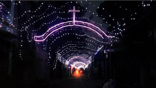 Trang trí 5Km đèn rực rỡ mừng Giáng sinh ở Xóm Đạo Nhà thờ Hữu Lễ, Thanh Hóa